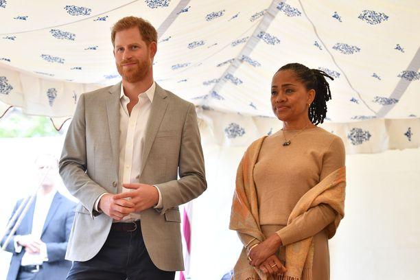 Doria Raglanilla on hyvät välit myös uuteen vävypoikaansa, prinssi Harryyn.