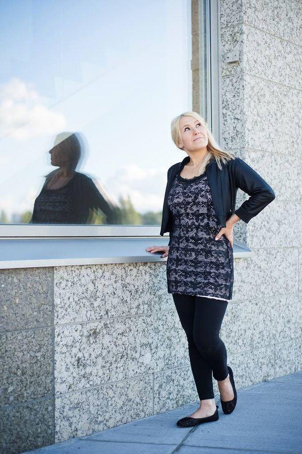 """""""Tein ystävilleni siivouksia, jotta sain lyhennettyä velkojani"""", Heidi kertoo."""