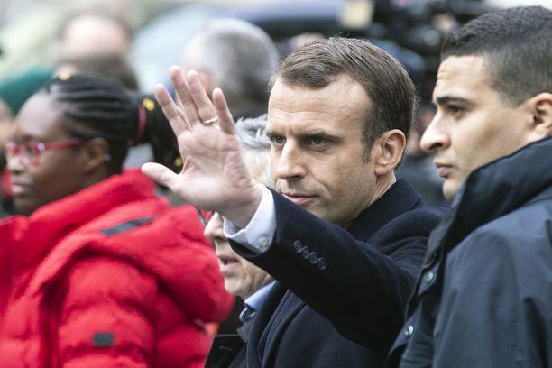 Ranskan presidentti yrittää lepytellä kansaa, joka on viime viikkoina lähtenyt sankoin joukoin kaduille. Arkistokuva.