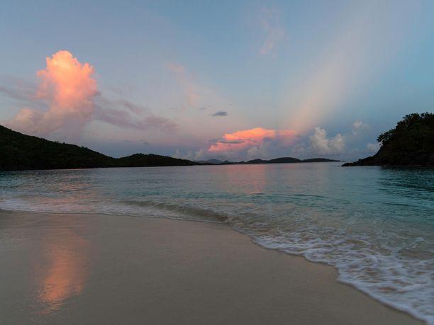 Trunk Bayn auringonlasku on kaunista katsottavaa.