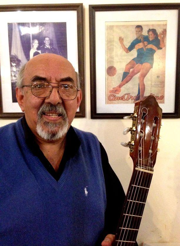 Tangolaulaja Migel Cordoba on jalkapallofanaatikko.