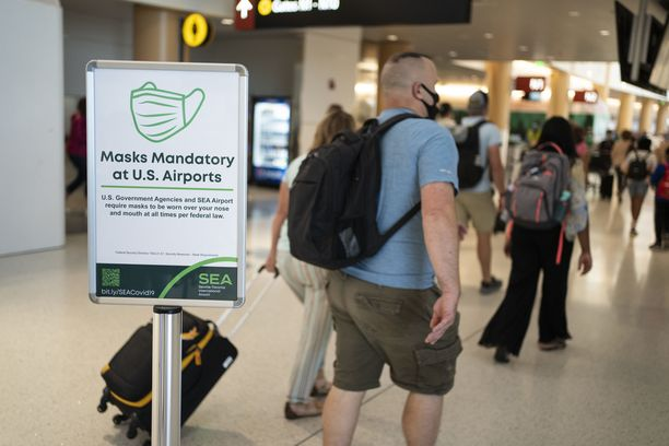 Matkustajia Seattlen kentällä Washingtonissa.