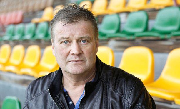 Vuonna 1962 syntynyt Ari Hjelm on voittanut päävalmentajana muun muassa kolme Suomen mestaruutta, kolme pronssia, Suomen cupin ja liigacupin.
