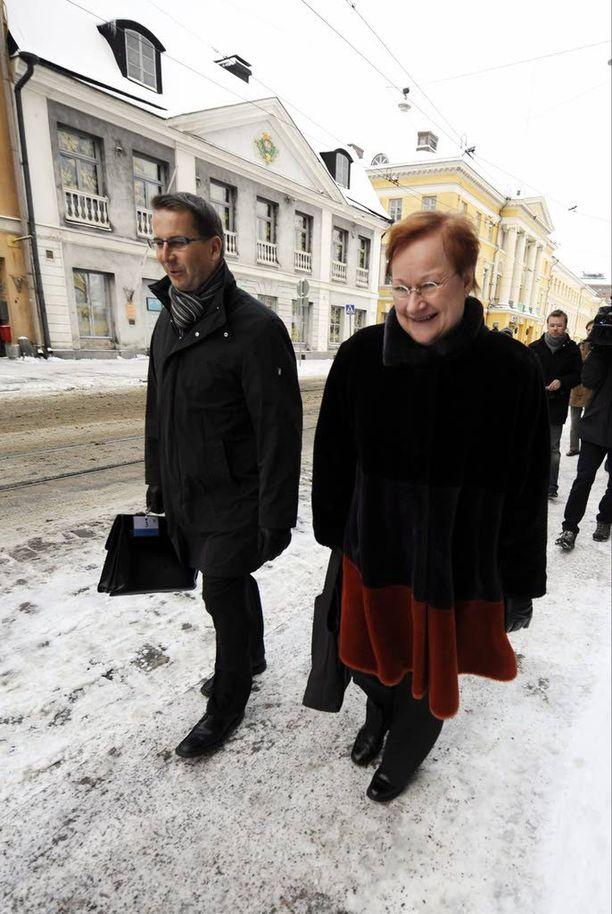 Tammikuussa 2009 Viinanen ja presidentti Halonen poistuivat valtioneuvostosta ulkopoliittisen johdon hyväksyttyä uuden turvallisuus- ja puolustuspoliittisen selonteon.