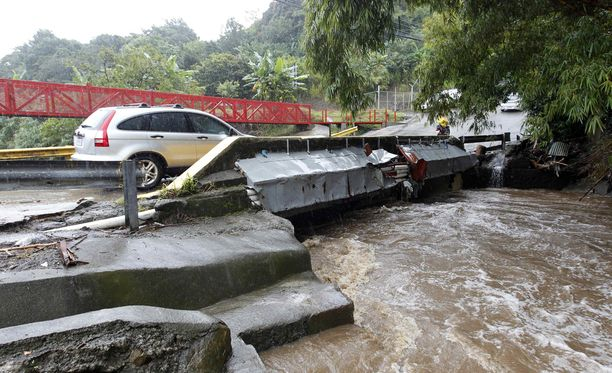 Trooppinen myrsky on piiskannut ankarasti Väli-Amerikkaa.