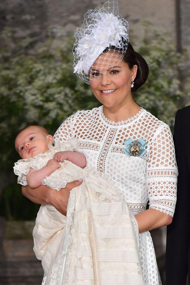 Kruununprinsessa Victoria ja juhlakalu, prinssi Oscar.