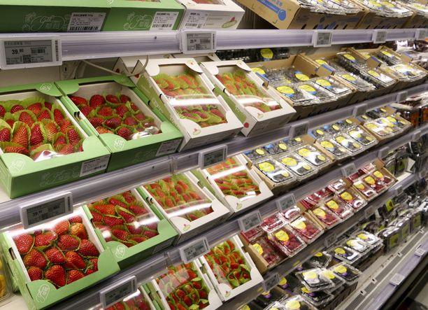 Alibaban ruokamarketissa mansikatkin on yksittäispakattu. Yli puolet myynnistä tulee netin kautta ja toimitetaan läheteillä asiakkaille.