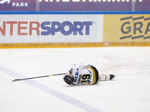 Rasmus Kupari koki kovia puolivälieräsarjan avausottelussa Ilvestä vastaan.
