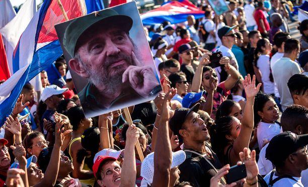 Fidel Castro kuoli 90-vuotiaana.