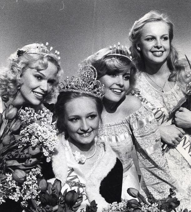 Missikauneutta vuodelta 1978: Toinen perintöprinsessa Eija Laaksonen, Miss Suomi Seija Paakkola, ensimmäinen perintöprinsessa Tii Heilimo ja lehdistön ihannetyttö Anne-Maarit Kiljunen.