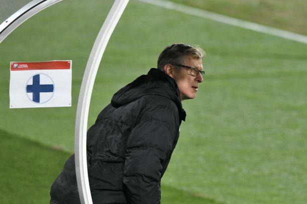 Markku Kanerva seurasi Suomen peliä Bosniaa vastaan silmä kovana.