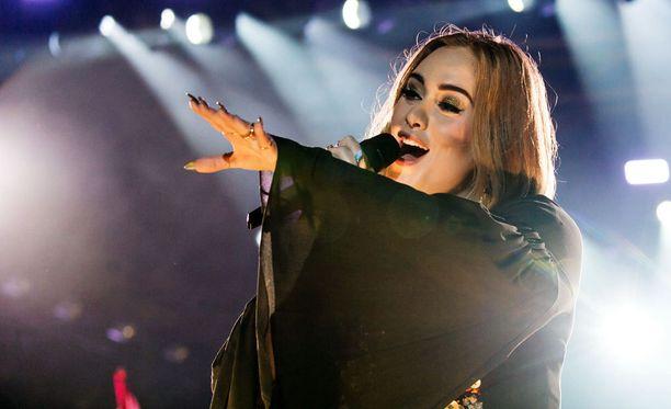 Adele esiintymässä Glastonbury Festival -tapahtumassa Englannissa aiemmin kesällä.