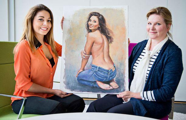 Taiteilija Riitta Keurulainen esitteli tänään Amandalle taulun ensimmäistä kertaa.