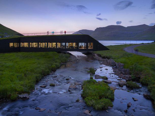 Tästä sillan ja kaupungintalon yhdistelmästä tulee taatusti nähtävyys! Se valmistui tänä vuonna.