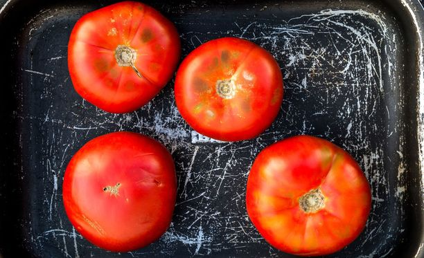 Tomaatti kannattaa kypsentää.