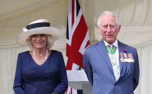 """Prinssi Charles ja herttuatar Camilla myyvät """"kummituslinnaansa"""" – Reilulla neljällä miljoonalla saa myös oman aaveen"""