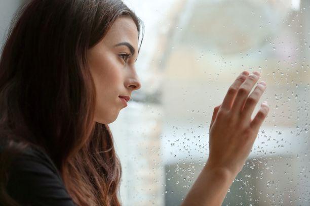 Päähän pullahtava pelottava tai ahdistava ajatusketju on monelle tuttu asia. Se ei vielä tarkoita, että henkilöllä olisi pakko-oireinen häiriö.