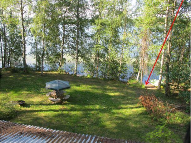 Ensimmäinen surmista tapahtui 15. heinäkuuta 2010, kun mökillä iltaa viettänyt mies hukkui matalaan rantaveteen. Seppänen väitti poliisille löytäneensä veneeseen nukkumaan jääneen miehen aamulla rannalta.