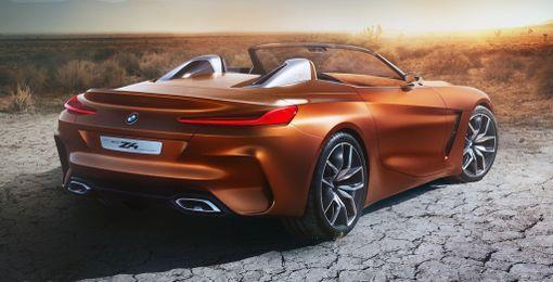 Selvästi BMW:ksi tunnistettava peräpeili.