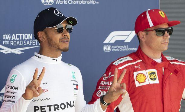 Lewis Hamilton nousi avauskierroksen törmäyksen jälkeen Britannian GP:n kakkoseksi. Hamiltoniin törmännyt Kimi Räikkönen tuli maaliin kolmantena.