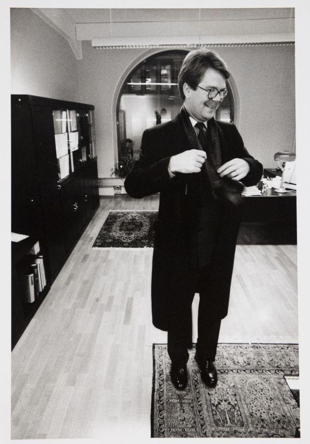"""Tuore investointipankki Mandatumin toimitusjohtaja Björn """"Nalle"""" Wahlroos vuonna 1992."""