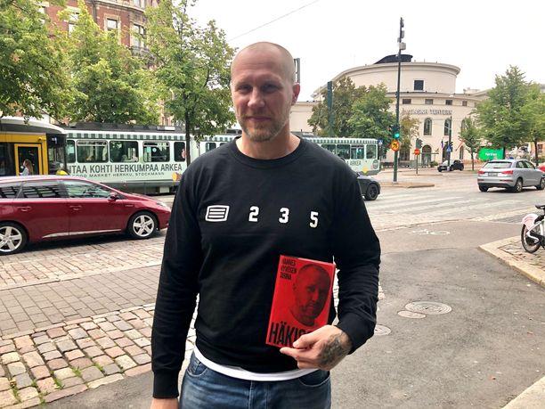 Hannes Hyvösen raju tarina julkaistiin kovakantisena kirjana viime vuonna.
