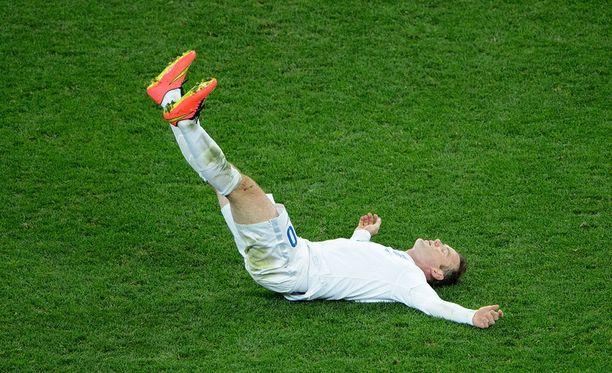 Wayne Rooney ja koko Englanti kaatui jo toisen kerran.