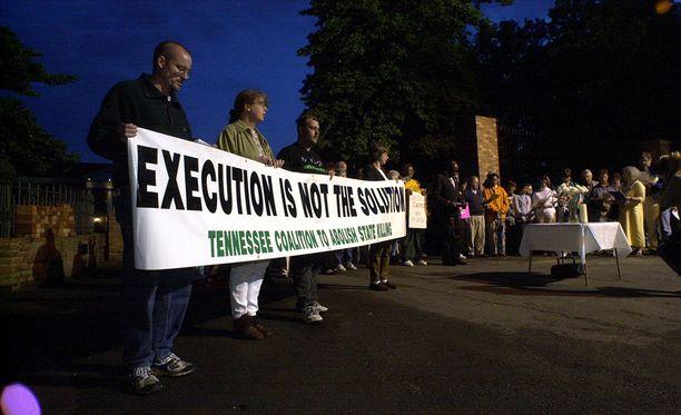 Arkansasissa osoitetaan mieltä kuolemantuomioita vastaan.