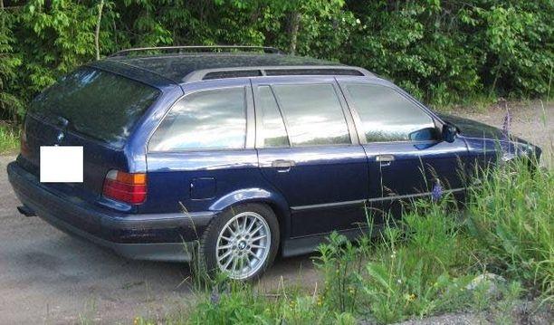 Otto-automaatin räjäytystä yrittäneet pakenivat sinisellä BMW-merkkisellä autolla.
