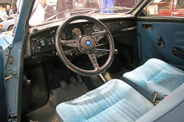 Saab 96 -mallijn kojelauta edusti mennyttä aikaa.