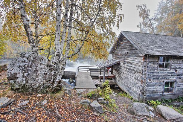 Seinäkirjoitukset syövät Myllykosken myllyn historiallista arvoa.