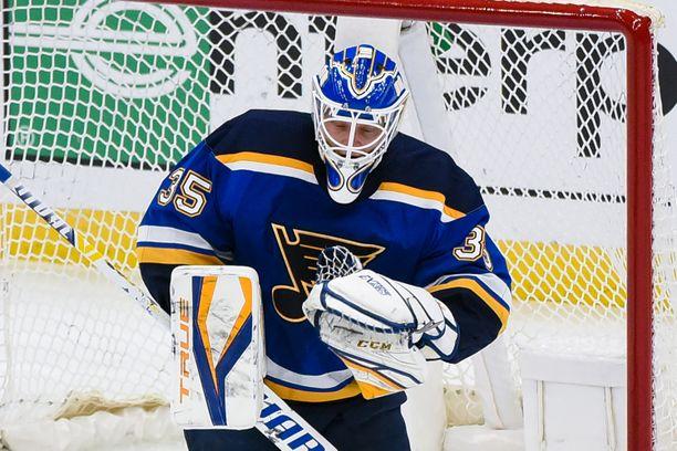 Ville Husso torjui NHL-uransa ensimmäisen voiton.