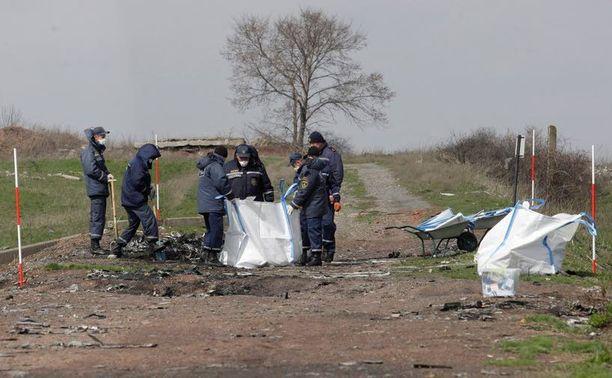 Tutkijat haravoivat toissa viikolla paikkaa, johon Amsterdamista Kuala Lumpuriin matkalla ollut MH17 syöksyi.