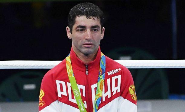 Nyrkkeilijä Misha Aloian juhli Riossa hopeaa.