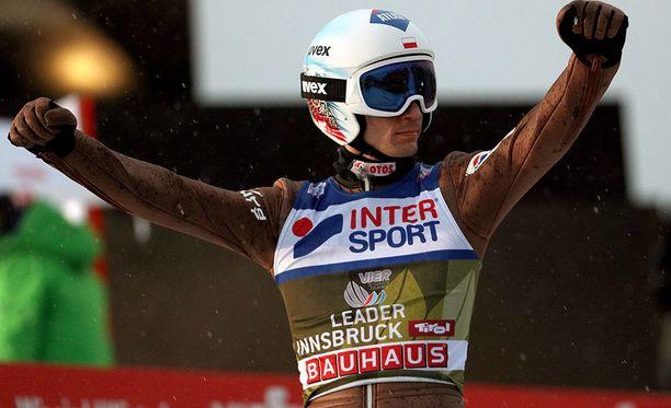 Viime kaudella mäkiviikon voittanut Kamil Stoch on tekemässä temppua, johon on historian saatossa kyennyt vain yksi mäkimies.