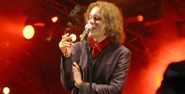 Aiempina vuosina ihmiset ympäri maailmaa ovat jonottaneet lippuja HIM:in uuden vuoden konserttiin.
