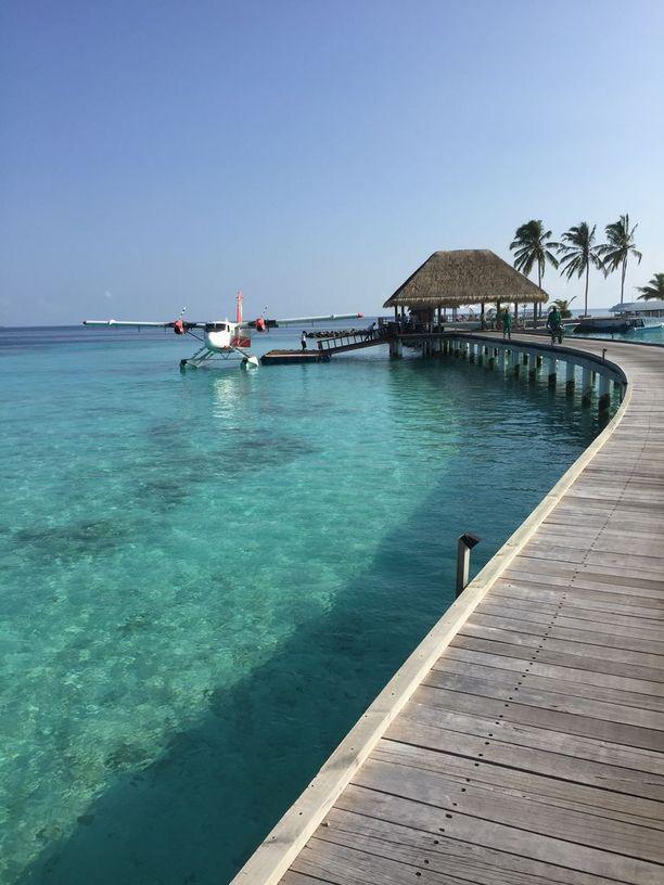 Vesitasokoneella pääsee kaukaisimmillekin saarille, mutta hintaa kannattaa vertailla.