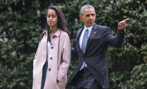 Malia on Barack Obaman vanhin tytär. Hän aloittaa ensi vuonna opinnot Harvardin yliopistossa, missä myös molemmat vanhemmat ovat opiskelleet.
