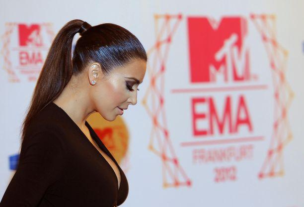 Kim Kardashian muistelee hetkeä, jolloin lääkärit sanoivat hänelle, ettei hän voisi enää tulla raskaaksi.