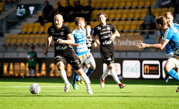 Johannes Laaksonen (pallossa) teki SJK:n voittomaalin.