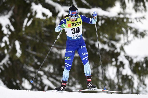 Krista Pärmäkoski oli viides sunnuntaina Davosin maailmancupin 10 kilometrin vapaan väliaikalähtökilpailussa.