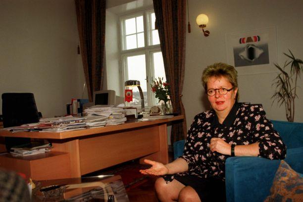 Jaakonsaari työhuoneessaan vuonna 1996.
