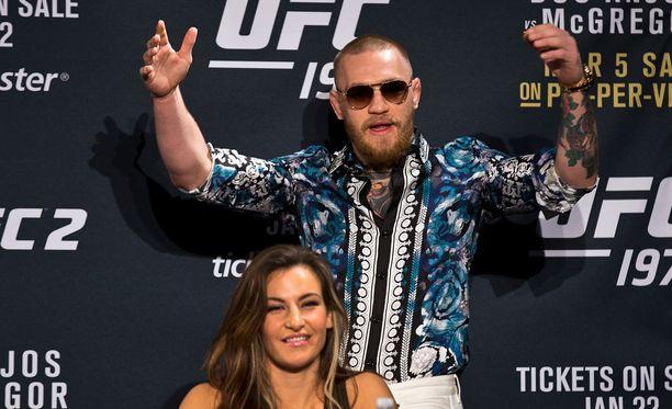 Conor McGregor saapui viime viikolla UFC 197:n lehdistötilaisuuteen huumeparoniksi pukeutuneena.