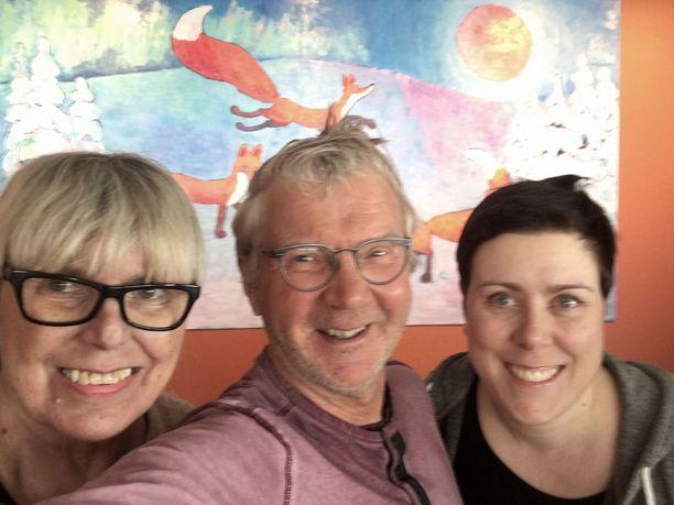 Pirkka-Pekka omistaa ravintola Punaketun yhdessä Kerttu Heikkilän sekä hänen tyttärensä Maria Heikkilän kanssa.