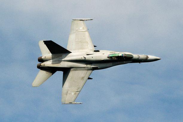 Ilmavoimien Hornet-hävittäjä harjoituksissa.