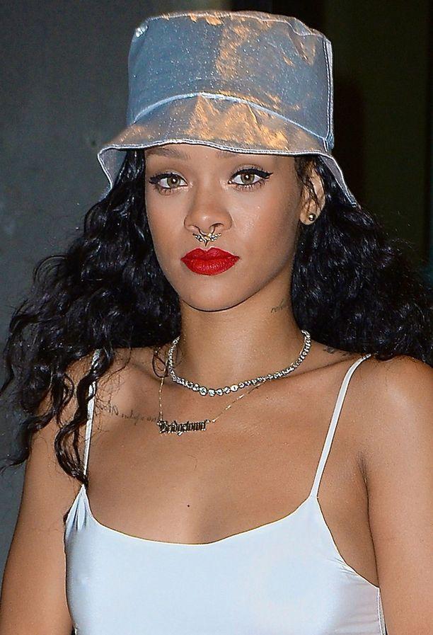 Rihanna on kokeillut nenäkoruja.
