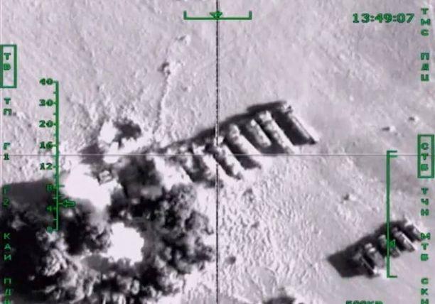 """Venäläiskoneiden kerrotaan """"metsästävän"""" Isisin öljyrekkoja."""