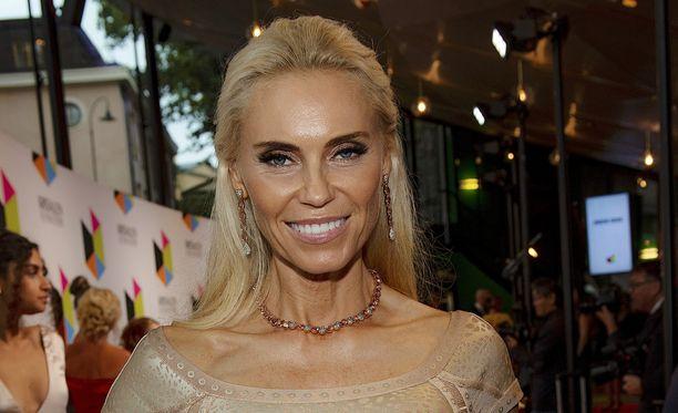 Anna Anka tunnetaan Ruotsin miljonääriäidit -ohjelmasta, joka seuraa varakkaiden ruotsalaisäitien elämää Hollywoodissa.