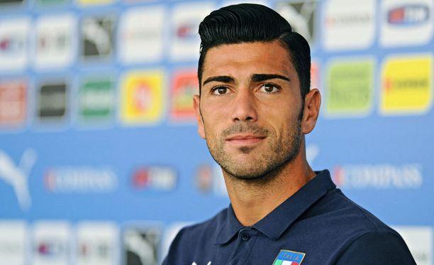 Southamptonin Graziano Pellè on kovassa maalivireessä.