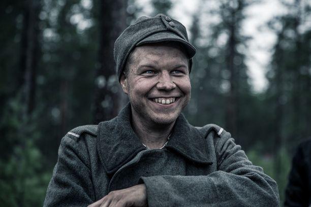 Hannes Suominen oli mukana vuoden 2017 Aku Louhimiehen ohjaamassa Tuntematon sotilas -elokuvassa sotamies Vanhalana.